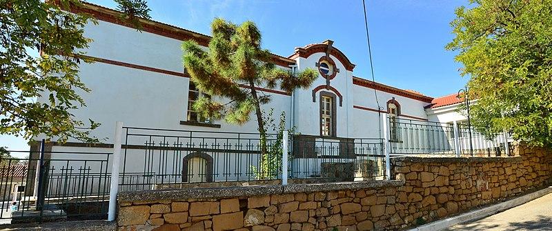 File:School in Kontopouli, Lemnos, Greece.jpg