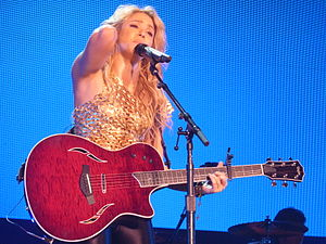 "Dónde Están los Ladrones? - Shakira performing ""Inevitable"" on The Sun Comes Out World Tour, 2011"