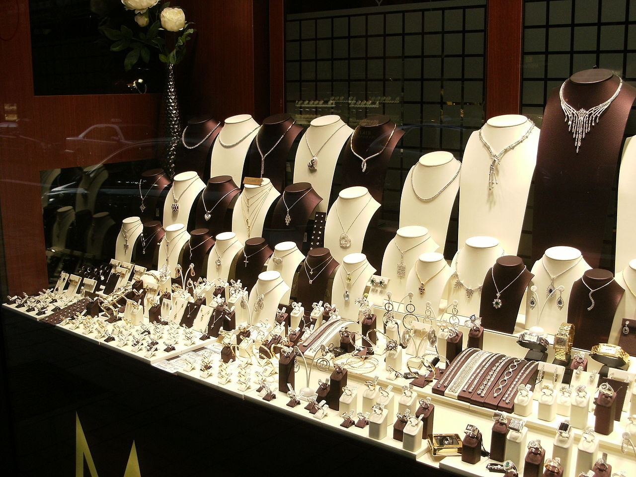 jewelry shoping 5 tips for displaying jewelry in your store 3407