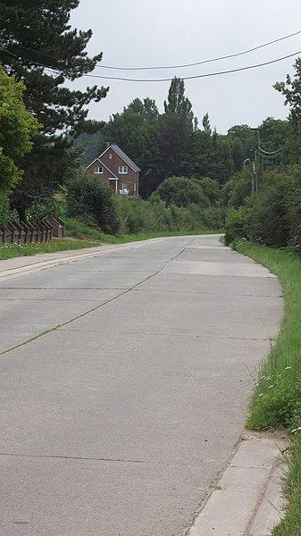 De oude buurtspoorwegroute tussen Geraardsbergen en Gent. De route gaat ongeveer langs het huis heen.