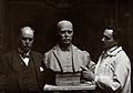 Sir Ronald Ross standing next to a bust of himself, and Jank Wellcome V0027103.jpg