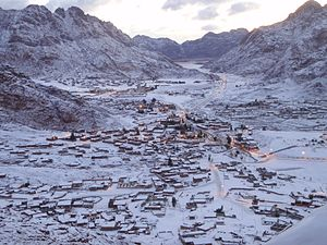 Climate of Egypt - Image: Snow in St. Katherine, Sinai Egypt March 1, 2009