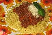 Spaghetti bolognese, kulinarski i Ragù alla Bolognese, danas se u restoranima mogu dobiti posvuda, osobito tamo gdje ima Talijana.