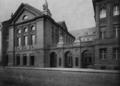 Städtische Lessingrealschule an der Ellerstraße zu Düsseldorf (1913), Ansicht von der Ellerstraße aus.png