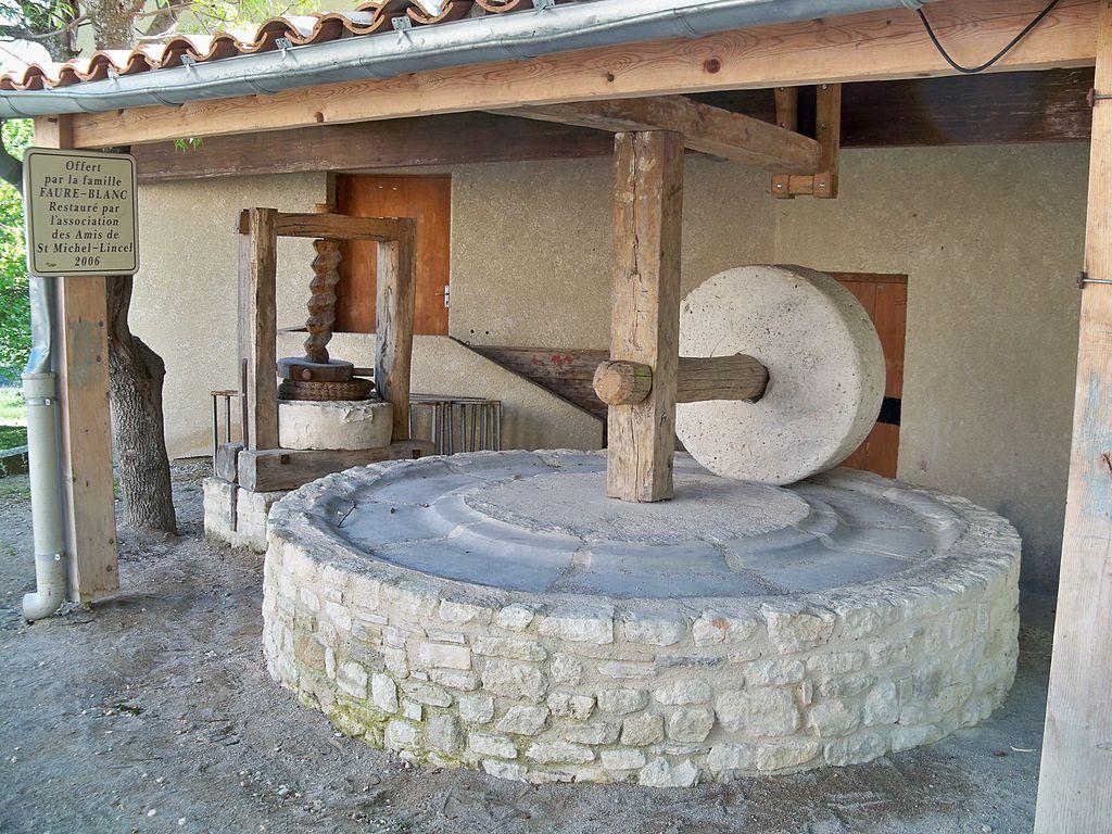 Как сделать мельницу из камней своими руками