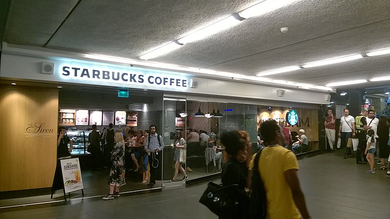 Петиция о запрете туристам посещать кофейни Амстердама не была поддержана мэрией