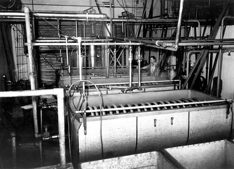 Fail:StateLibQld 1 212036 Cream pasteurising and cooling coils at Murgon Butter Factory, 1939.jpg