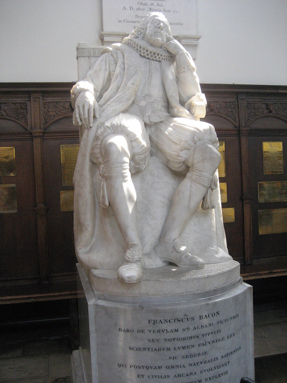 Statue of Francis Bacon in Trinity College, Cambridge