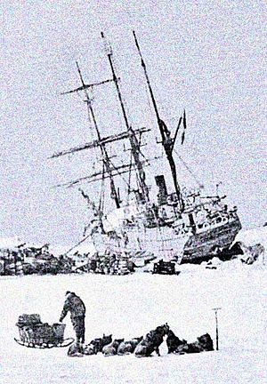 Franz Josef Land - The Stella Polare was trapped and threatened to sink. The crew were obliged to land with the utmost haste and to secure materials for building a dwelling.