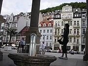 Одна из центральных улиц Карловых Вар