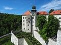Szlak Orlich Gniazd 0128 - zamek w Pieskowej Skale.jpg