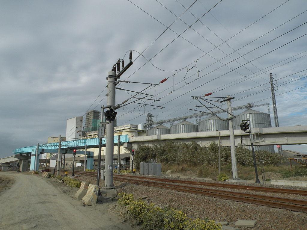 https://upload.wikimedia.org/wikipedia/commons/thumb/8/83/TRA_Shalun_Line_and_Western_Main_Line.JPG/1024px-TRA_Shalun_Line_and_Western_Main_Line.JPG