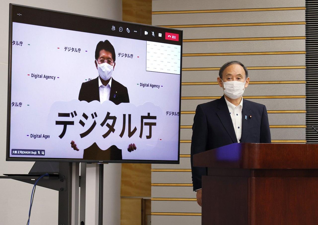 Takuya Hirai and Yoshihide Suga 20210901 3.jpg
