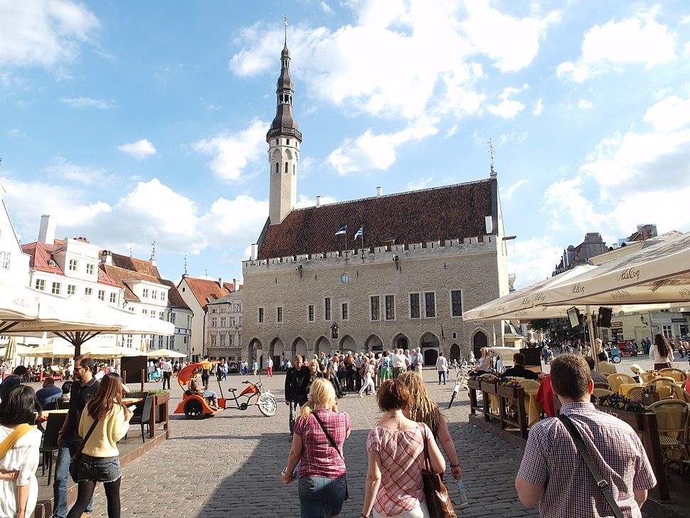 Tallinn Raekoja plats in June