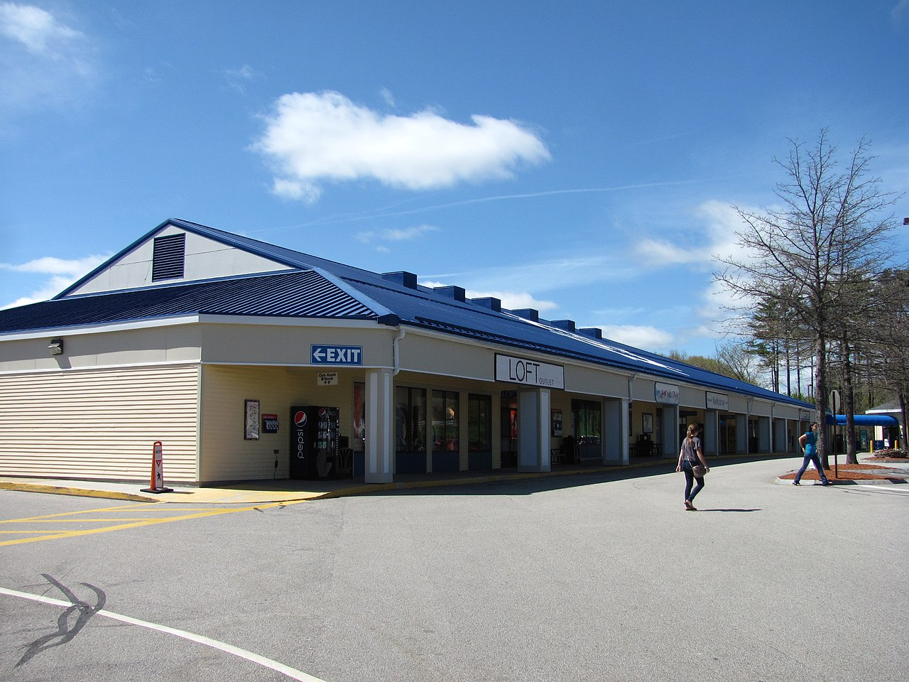 File tanger factory outlet center kittery wikipedia for Center mobili outlet