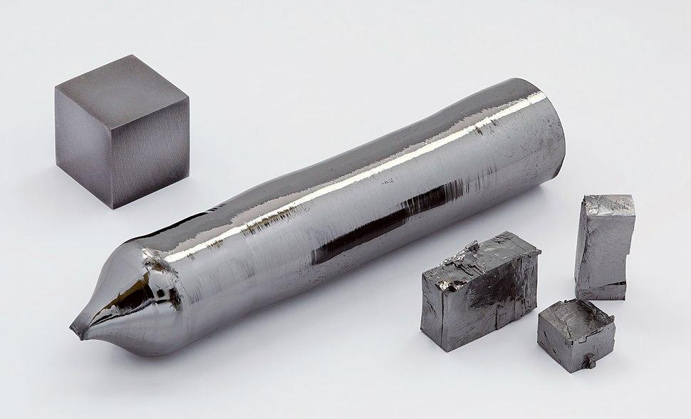 Tantalum single crystal and 1cm3 cube