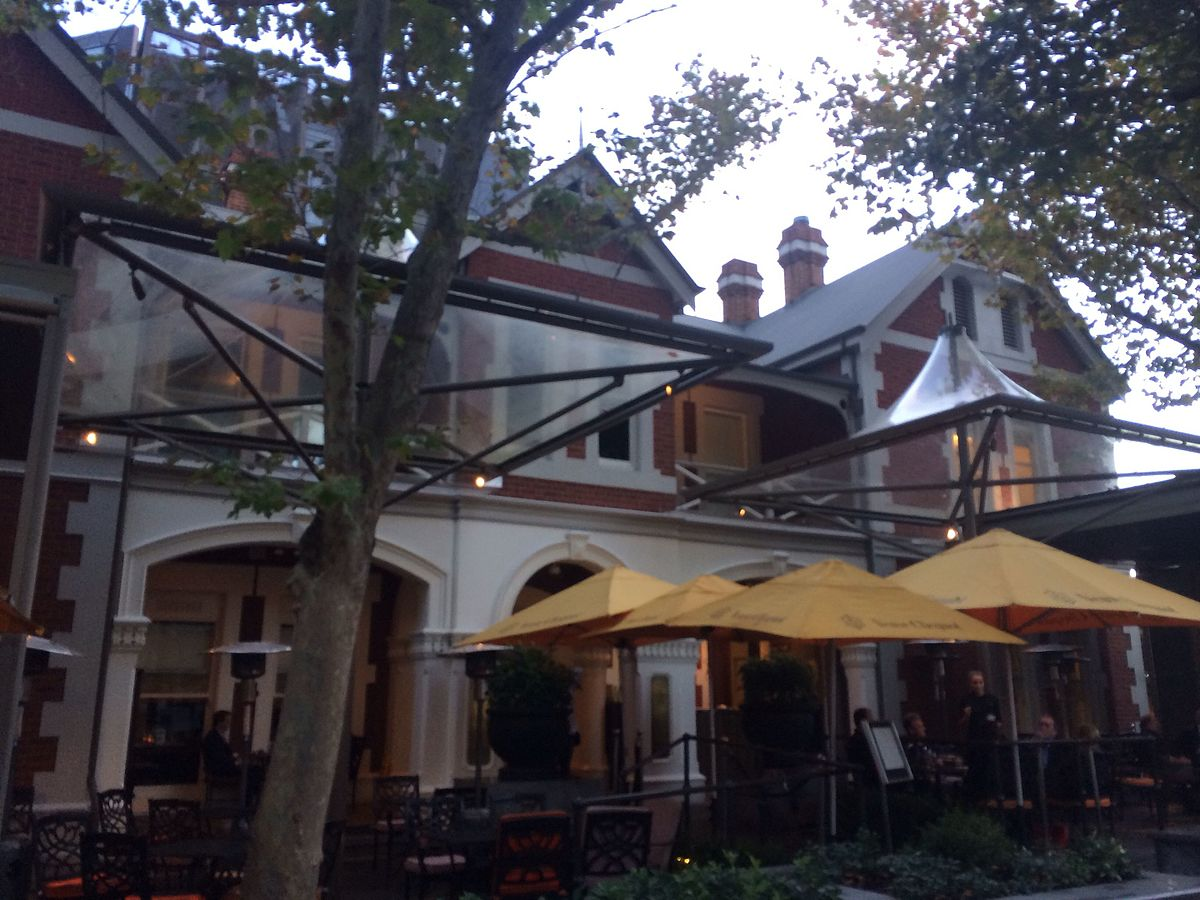 St george 39 s house perth wikipedia for What is a hotel terrace