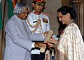 The President, Dr. A.P.J. Abdul Kalam presenting Padma Bhushan to Dr. (Smt.) Shanno Khurana, for her contribution in Hindustani Music, at investiture ceremony in New Delhi on March 29, 2006.jpg