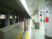 TokyoMetro-M07-Nishi-shinjuku-station-platform.jpg