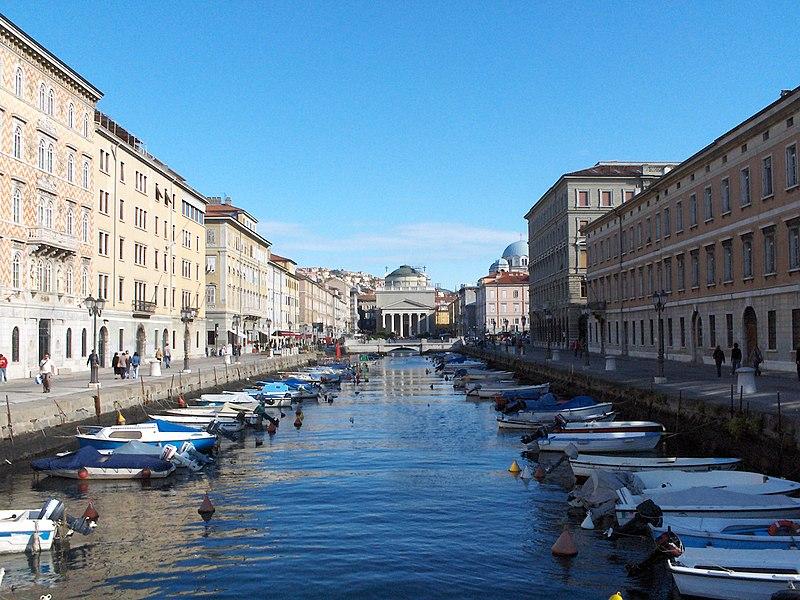 Soubor:Trieste Canal-Grande.jpg