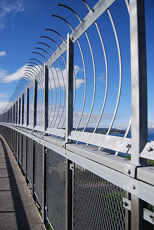English: In 2005 a fence was added to Tromsøbr...