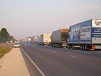 Truck queue in Narva 2007.jpg