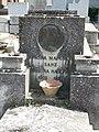 Tumba de Amelia Mangada y Marina Mangada, cementerio civil de Madrid, detalle.jpg