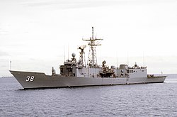 USS Curts (FFG-38) underway on November 16, 1992 (6485321) .jpg