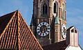 Uhr der St. Martinskirche in Landshut.jpg