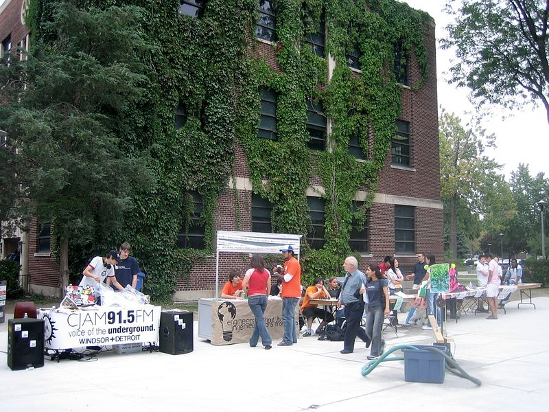 File:University of Windsor Club Day in 2005.jpg