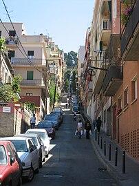 Uphill to Parc Güell.jpg