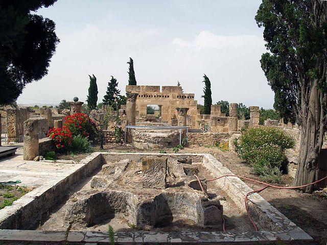 السياحة - السياحة في تونس 640px-Utique_fontaine_tortue