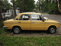 VAZ-2103 on a parking lot in Kraków (2).jpg