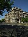 Varšava, Śródmieście, socialistický rohový dům.JPG