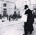 Verdi 1899-outside La Scala.jpg