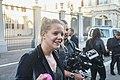 Verslaggeefster met cameraman in Den Haag.jpg