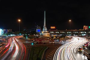 Victory Monument at night.jpg