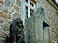 Vilagarcía de Arousa-Pazo de Rubians-El guardián del reloj de sol (6994038185).jpg