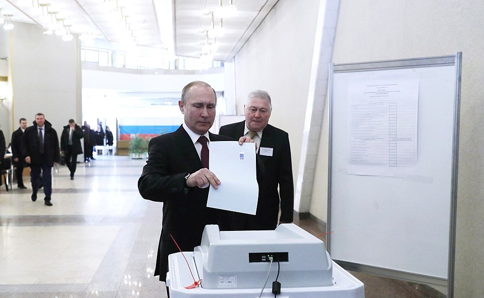 Vladimir Putin voted in the presidential election in Russia in 2018 05.jpg