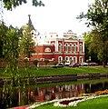 Voznesenskaya church and river and flowers.JPG