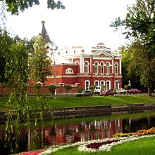 Voznesenskaya church and river and flowers.JPG