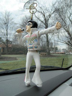 Cultural depictions of Elvis Presley - Wackel-Elvis dashboard figure from a 2001 Audi TV commercial