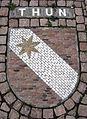 Wappenmosaik der Zähringerstadt Thun auf dem Bertoldplatz in St. Peter.jpg