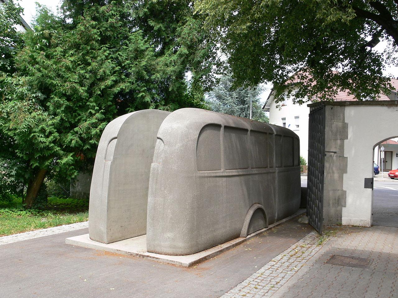 Weißenau Denkmal der grauen Busse 2.jpg