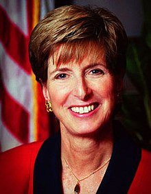 Photographie officielle de Christine Todd Whitman à l'EPA, en 2001.