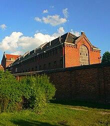 http://upload.wikimedia.org/wikipedia/commons/thumb/8/83/Wiezieniewewronkach2.jpg/220px-Wiezieniewewronkach2.jpg