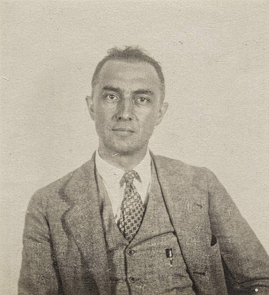 File:William Carlos Williams passport photograph.jpg