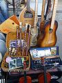 Yerevan Vernissage-Instruments de musique.jpg