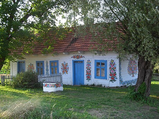 Zalipie - painted cottage 04