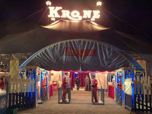 Zirkus Krone - Neumarkt Eingang zum Zelt 01